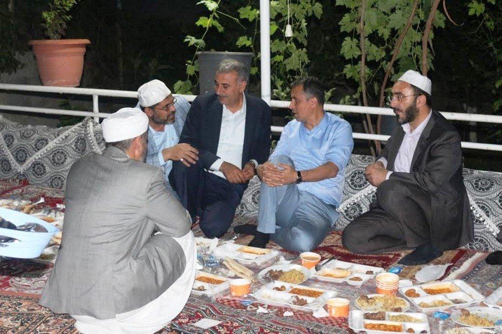 Başkan Yüksel, Seyda Molla İbrahim'in iftar yemeğine katıldı