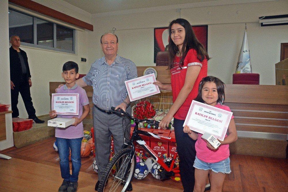 Çevreciler ödüllerini Başkan Özakcan'ın elinden aldı