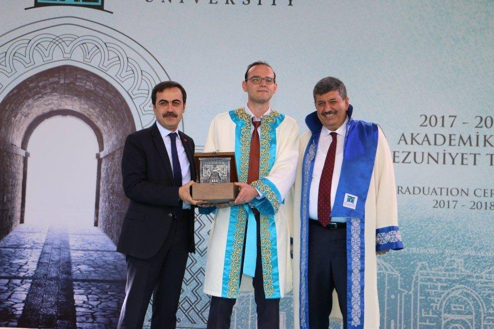 KTO Karatay Üniversitesi 2017-2018 yılı mezunlarını verdi