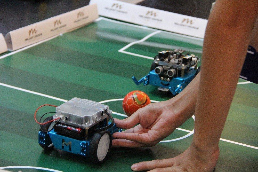 Eskişehirli öğrencilerden 'Robotik Kodlama Sergisi'