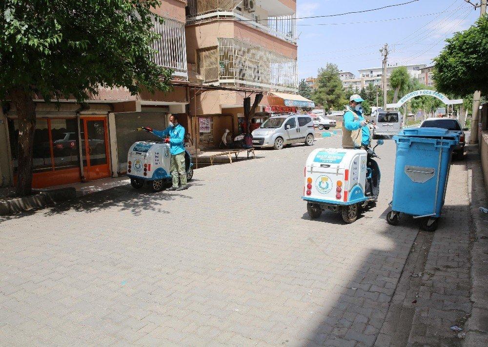 Haliliye'de bisikletli ilaçlama timi çalışmalarını sürdürüyor