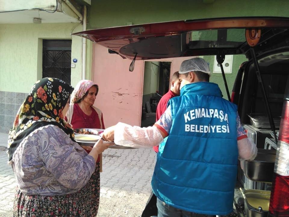 Kemalpaşa'da iftar yemekleri belediyeden