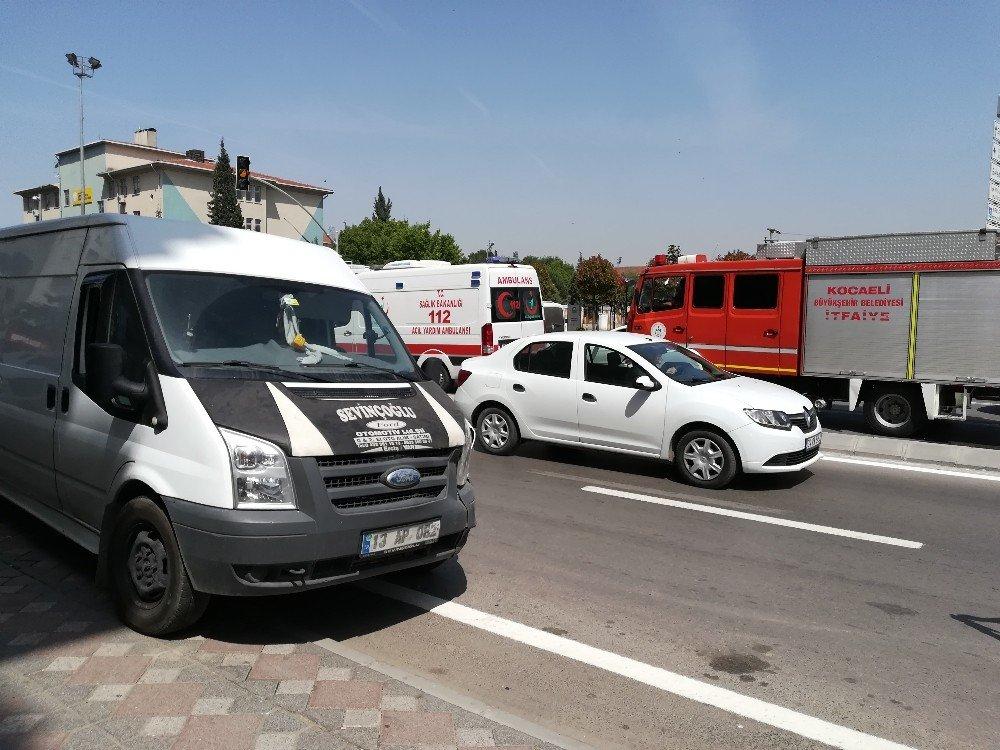 Yayaya çarpmamak için manevra yapan araç kaza yaptı: 1 yaralı