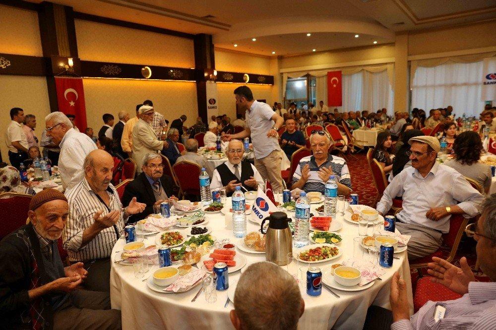 SANKO'dan muhtarlar ve huzurevi sakinlerine iftar yemeği