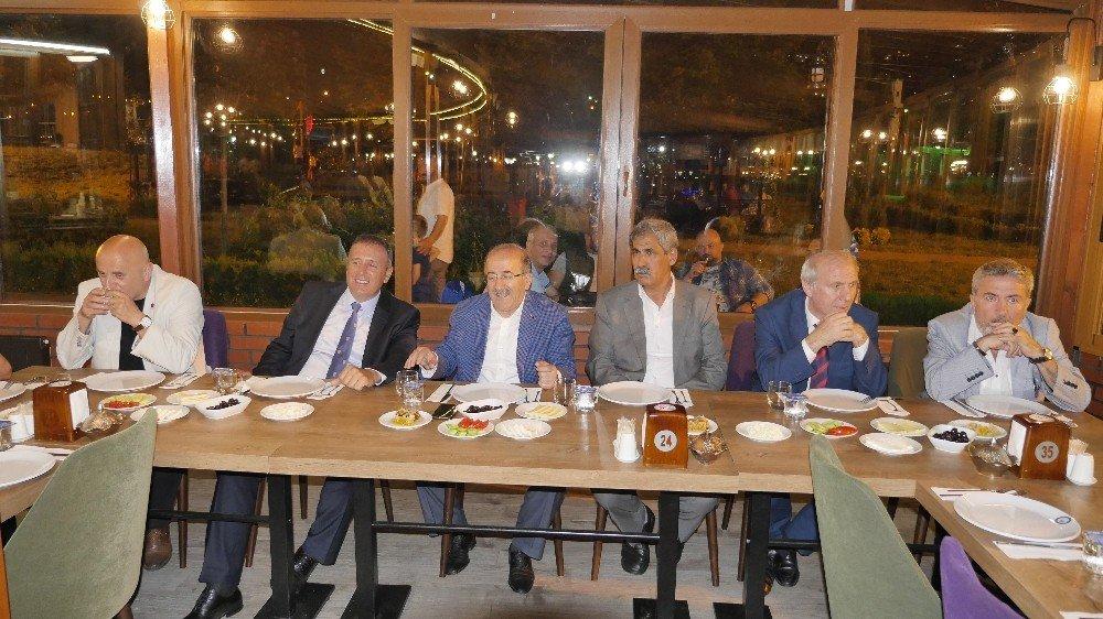 Gümrükçüoğlu gazetecilerle sohbet toplantısı gerçekleştirdi
