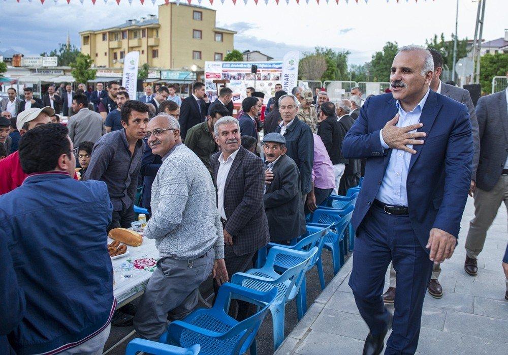 Vali Zorluoğlu, iftarını Gürpınarlı vatandaşlarla açtı