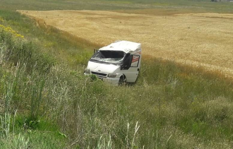 Kulu'da kamyonetl şarampole yuvarlandı: 2 yaralı