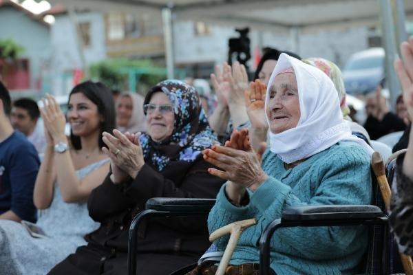 100 yıllık su sorunlarını çözen Türel'e, 97 yıllık saatle teşekkür ettiler