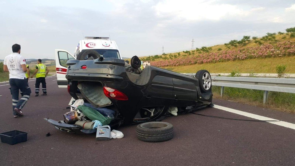 Otobanda feci kaza, TIR'a çarpıp 4 takla attı