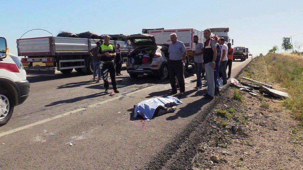 Otomobil tırın altına girdi: 2 ölü, 5 yaralı