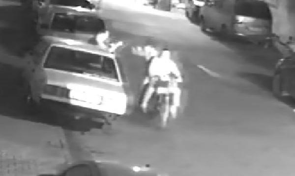 Motosikletli kapkaç güvenlik kamerasında