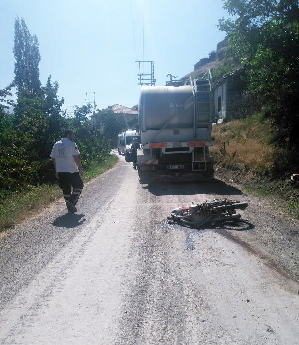 Motosiklet sürücüsü kazada öldü, eşi ağır yaralandı