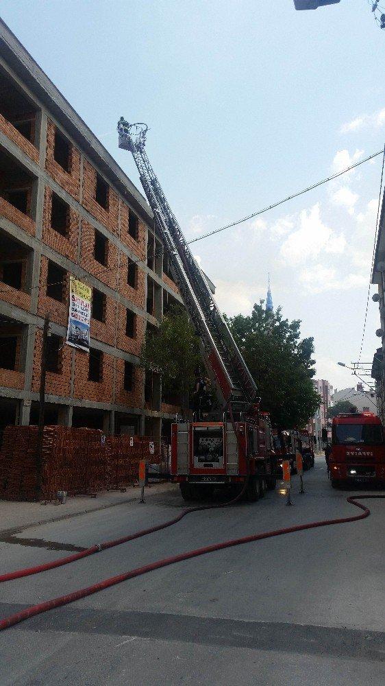 Konya'da inşaat halindeki 4 katlı binada yangın