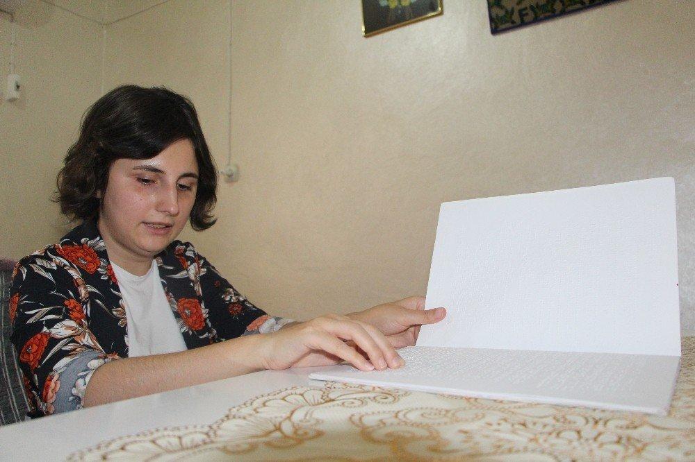 Görme engelli kadın 15 Temmuz üzüntüsünü kitaba döktü