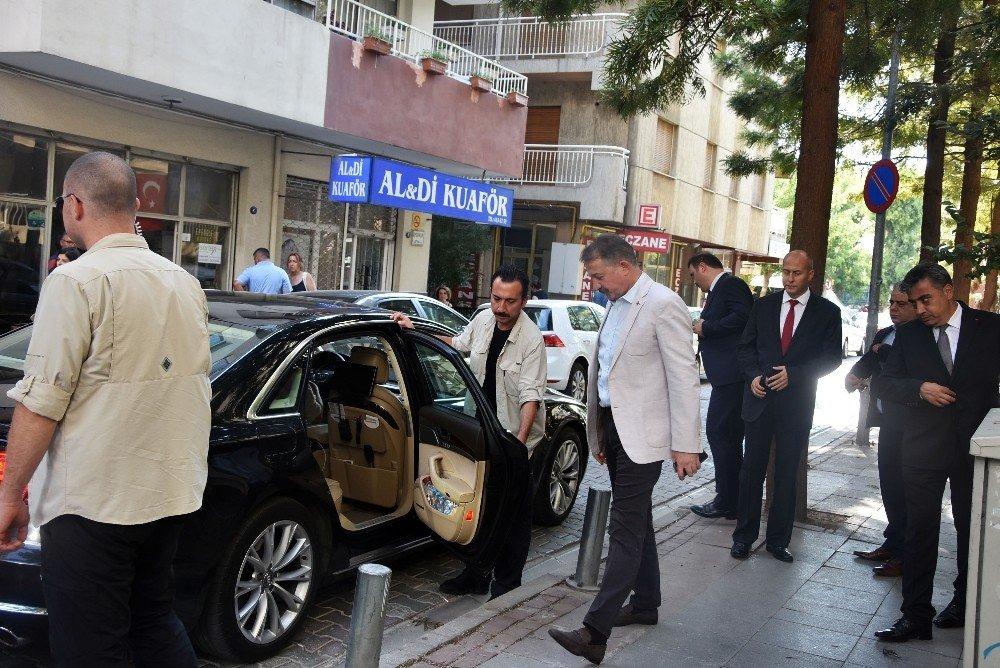 Emniyet Müdürü Aşkın, ABD'li Papaz Brunson'un sokağını teftiş etti