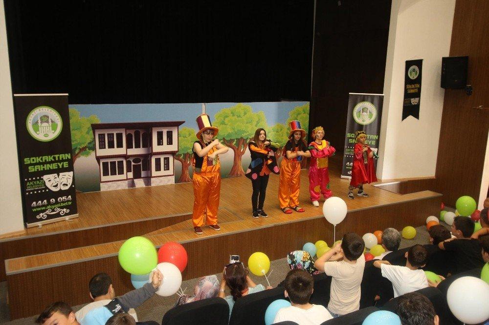 Akyazı'da Yaz Kur'an Kursu öğrencileri tiyatroda buluştu