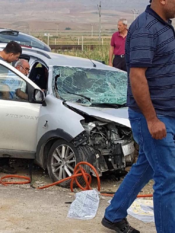 Ankara'da iki otomobil çarpıştı: 3 ölü, 3 yaralı