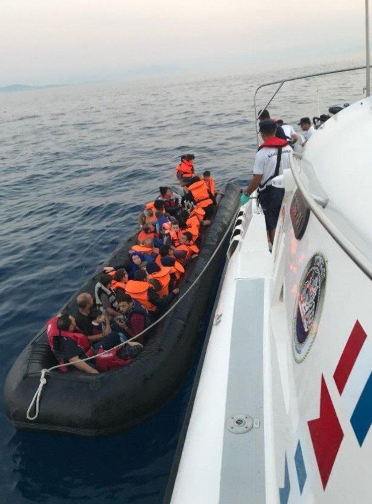 Kuşadası ve Didim'de 21'i çocuk 55 kaçak göçmen yakalandı