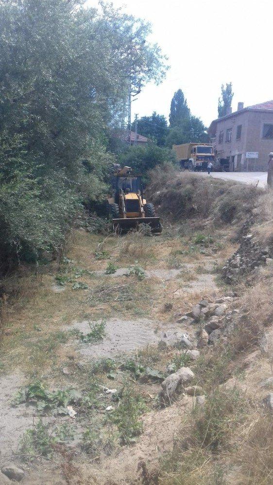 Develi'de kırsal mahalleler için yol çalışması yapılıyor
