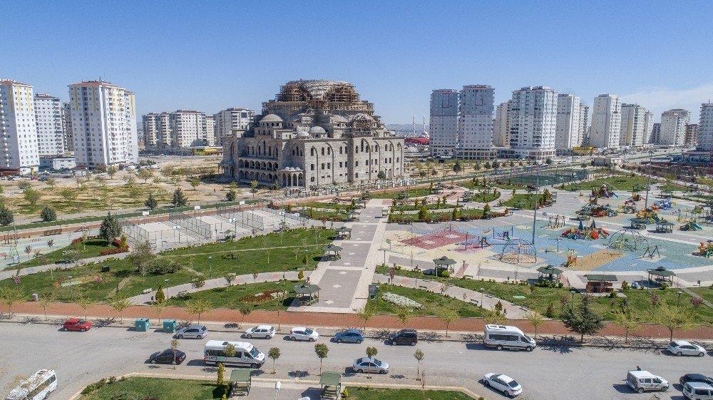 Gaziantep'in en büyük, Türkiye'nin ikinci büyük camisi Şahinbey'de