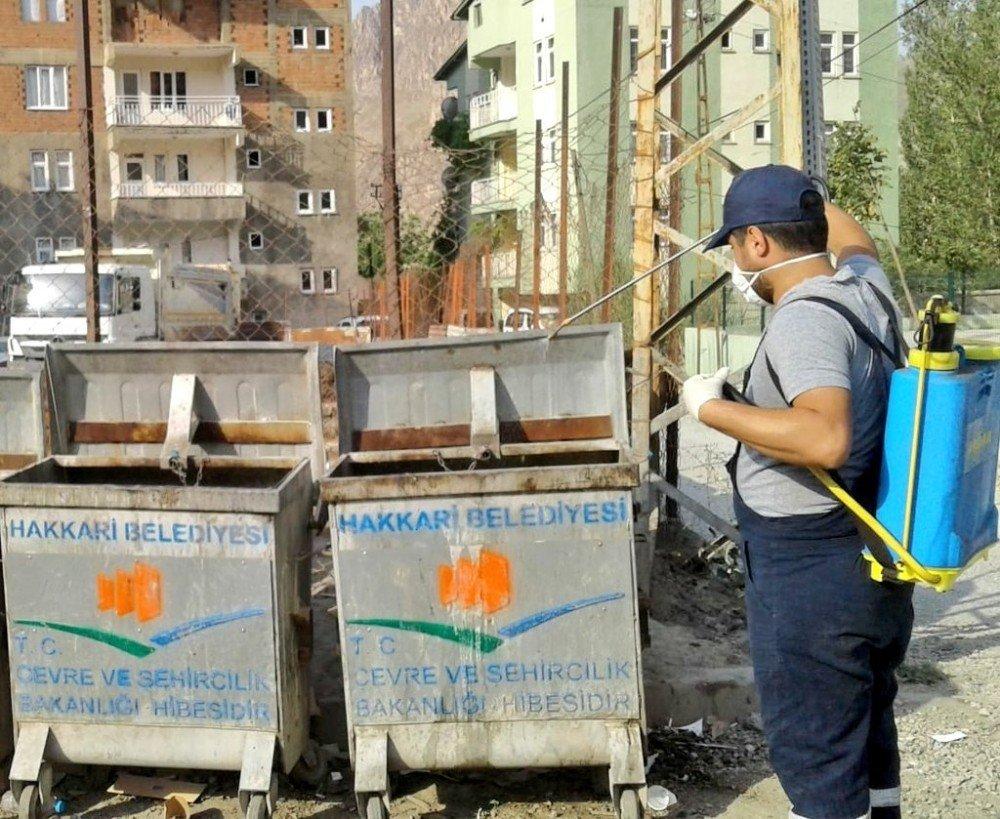 Hakkari'deki çöp konteynerleri dezenfekte edildi