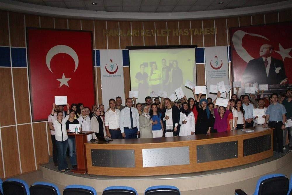 Hakkari'de 43 sağlık çalışanı sertifika aldı