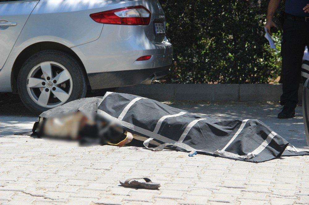 Kavgadan kaçmaya çalışan şahıs minibüsle yaşlı kadını ezerek öldürdü