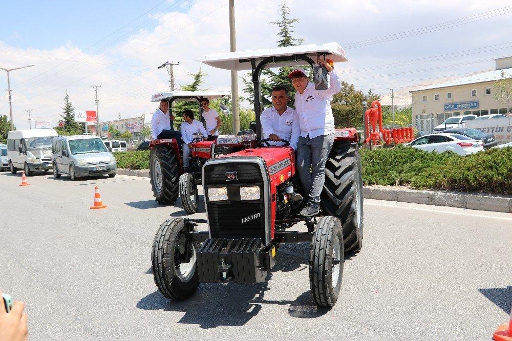 Milli traktör patatesin anavatanında tanıtıldı