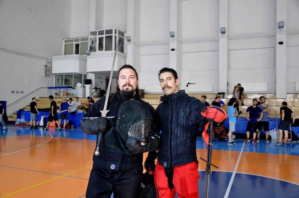 Türkler Sırbistan'da kılıç sallayacak