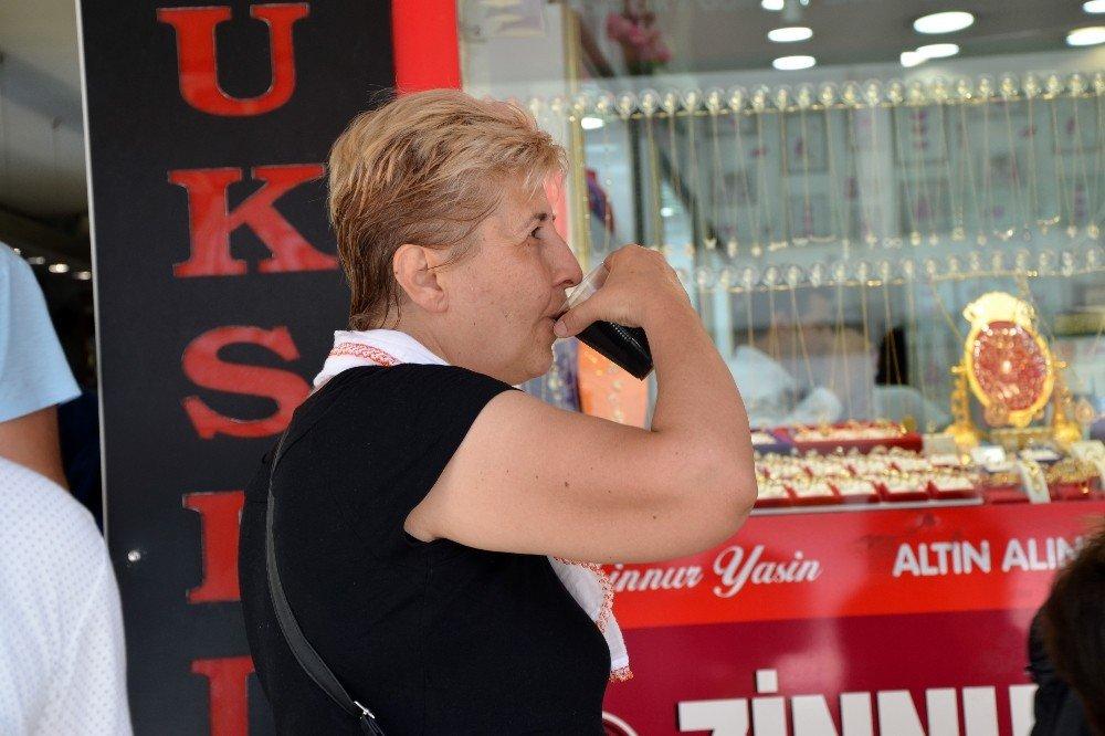 Adanalılar 'meyan şerbeti' ile hem serinliyor hem de sağlığını koruyor