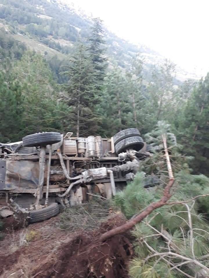 Erdemli'de 2 kaza: 1 ölü, 1 yaralı