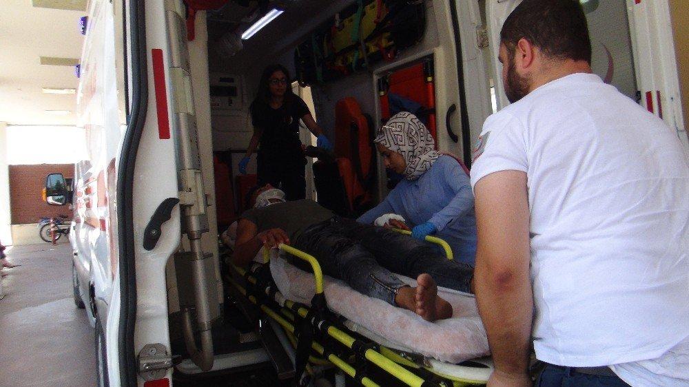 Park halindeki araca çarpan otomobilin sürücüsü yaralandı