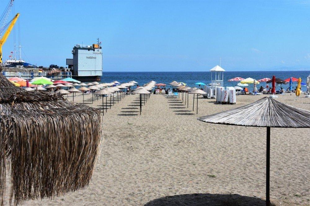 Mutlukent Halk Plajı'na yoğun ilgi