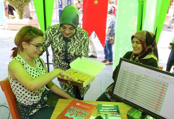 Meram Belediyesi tercih merkeziyle öğrencilerin yanında