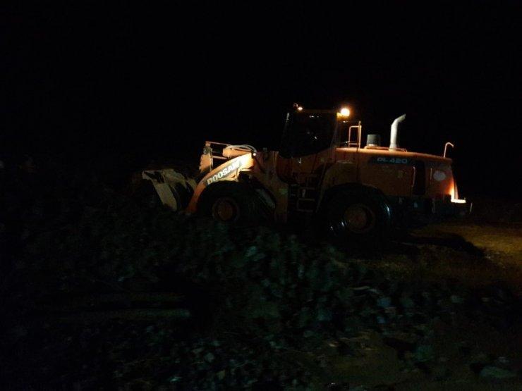 Rize'de yollar heyelanlar nedeniyle ulaşıma kapandı