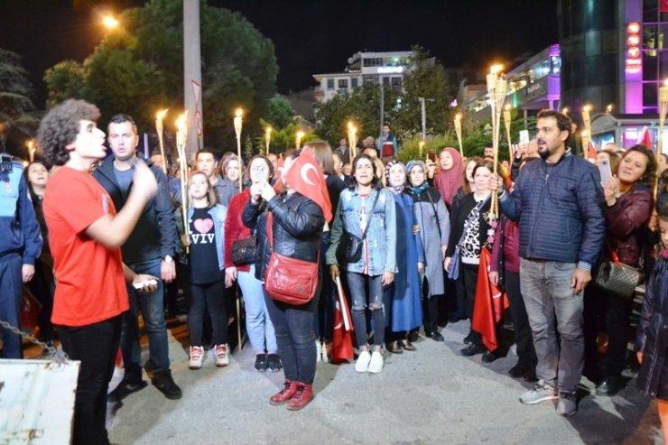 Biga'da Cumhuriyet yürüyüşü yapıldı