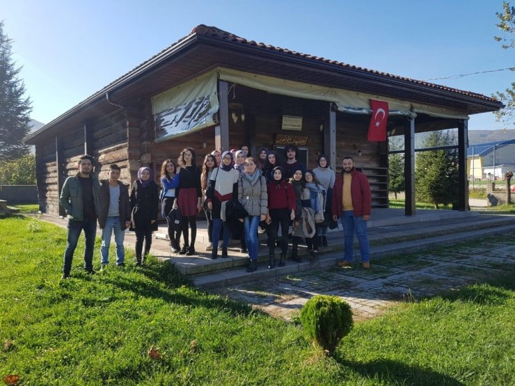 Gençler tarihi ve turistik yerleri gezdi