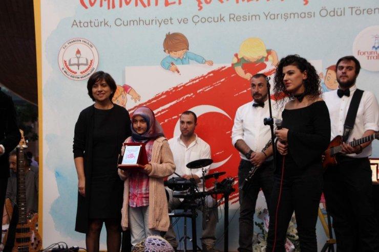 Forum Trabzon'da 29 Ekim etkinliği kapsamında resim yarışması