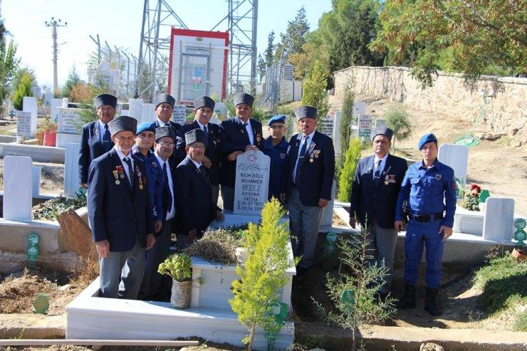 Kıbrıs gazileri, silah arkadaşlarını unutmadı