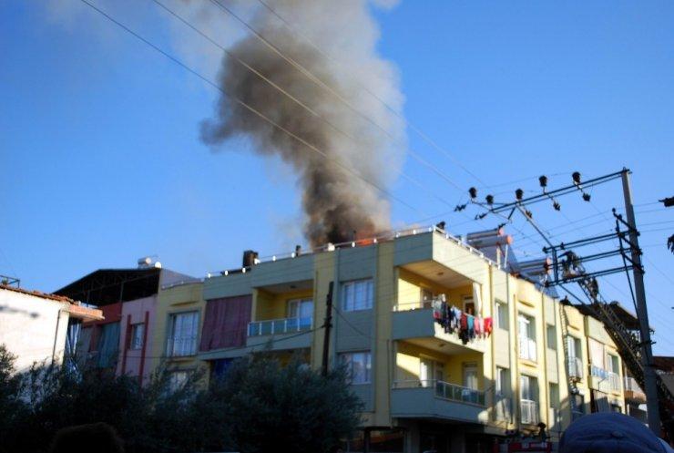 Salihli'de çıkan ev yangını korkuttu