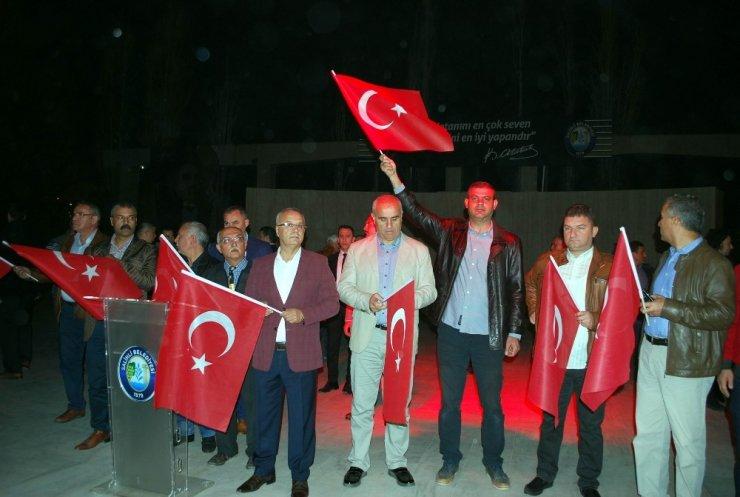 Salihli, Cumhuriyet Bayramı'nda fener alayı ile aydınlandı