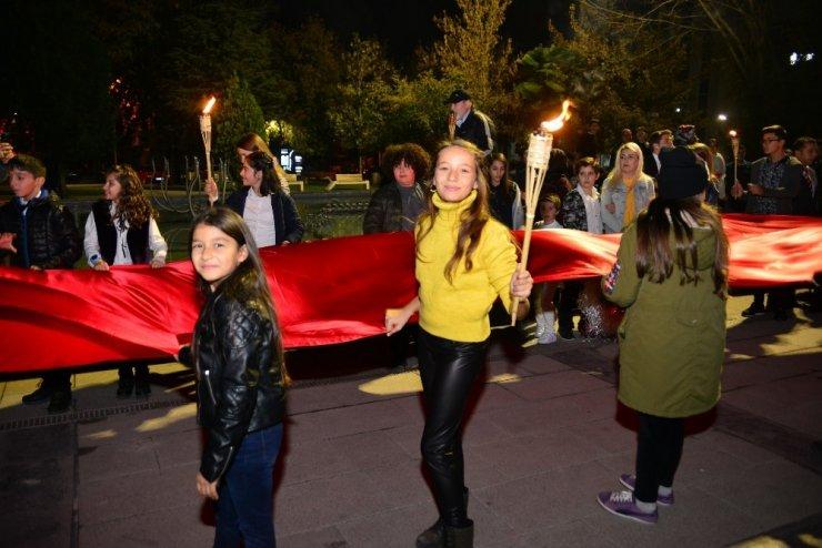 -Erbaa'da öğrencilerden Cumhuriyet yürüyüşü