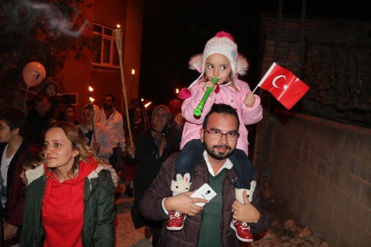Safranbolulular fener alayıyla Cumhuriyet Bayramı'nı kutladı