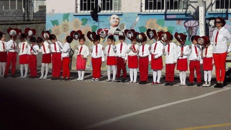 Minikler Cumhuriyet Bayramı'nı coşkuyla kutladı