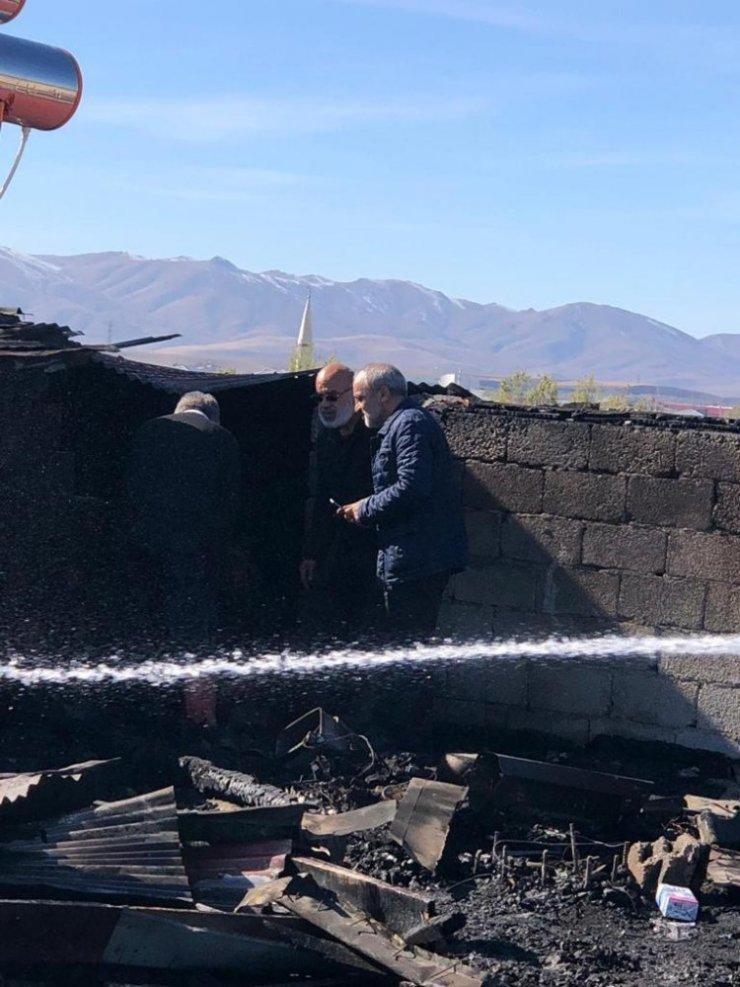 Ağrı'da çatı yangını