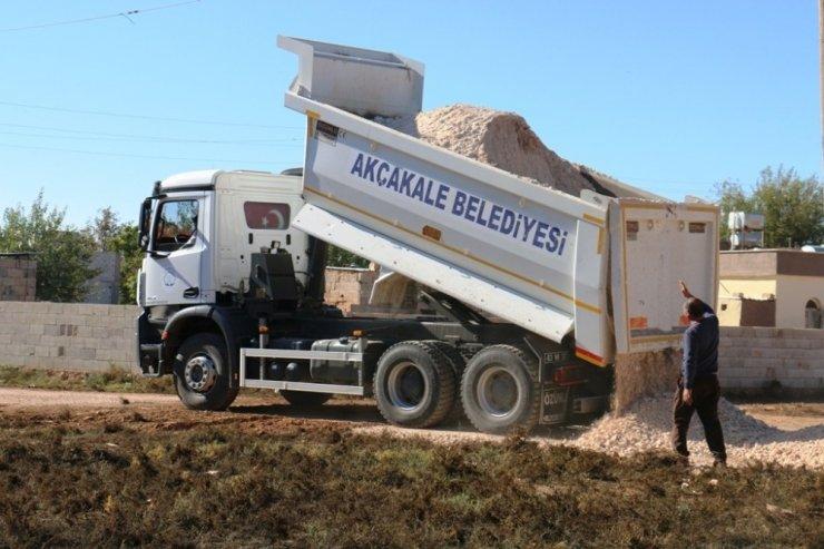 Akçakale kırsalında yol yapım çalışmaları sürüyor