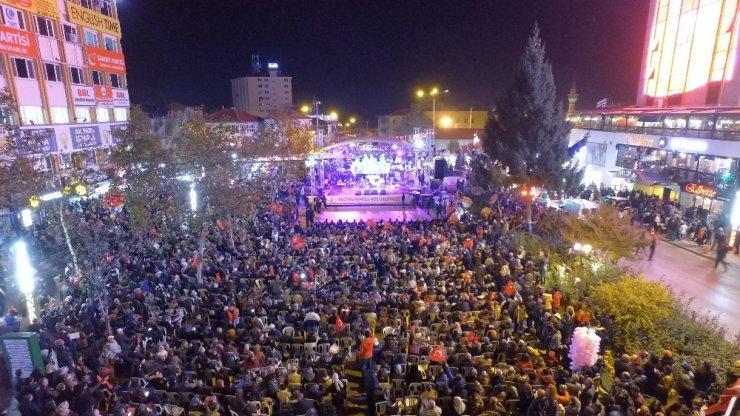 Isparta'daki Fener Alayı'nda Belediye Başkan Yardımcısı 'Andımız'ı okuttu