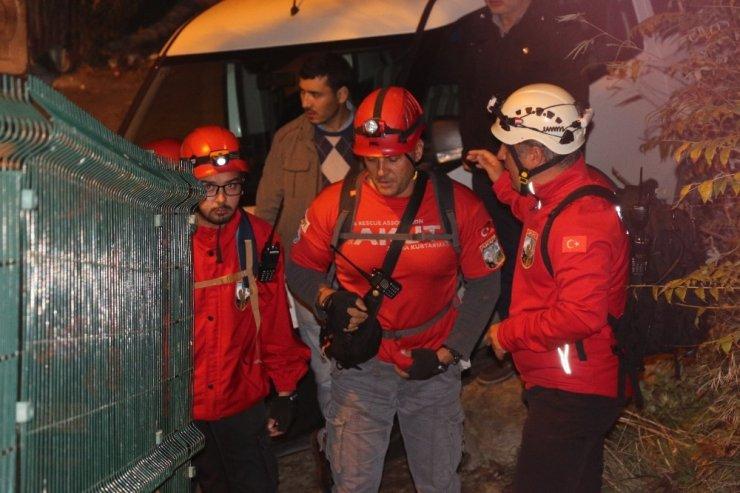 Spil Dağı'nda mahsur kalan öğrenciler 6 saat sonra kurtarıldı