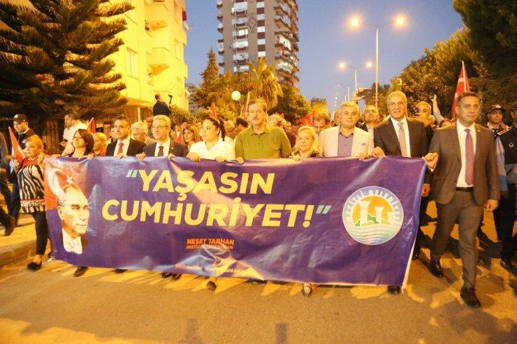 Mezitli'de 'Cumhuriyet Yürüyüşü'