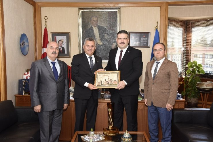 Sücaaddin Veli Kültür ve Turizm Derneği'nden Rektör Prof. Dr. Çomaklı'ya ziyaret